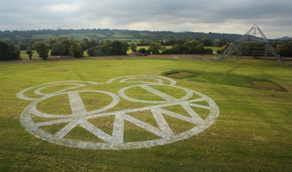 RADIOHEAD FIRST HEADLINE ACT TO BE CONFIRMED FOR GLASTONBURY 2017