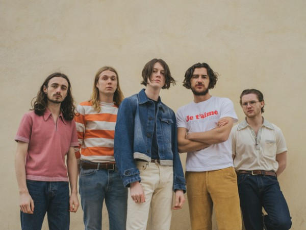 BLOSSOMS SHARE VIDEO FOR 'I CAN'T STAND IT'