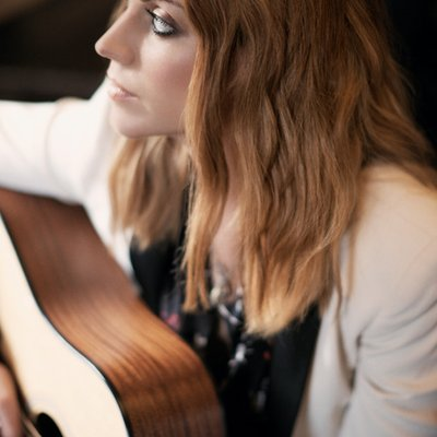 AMY MACDONALD ANNOUNCES 'WOMAN OF THE WORLD: THE BEST OF 2007 – 2018' ALBUM